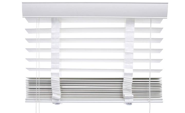 store v nitien en bois lames 50 mm blanc pr t poser stores v nitiens bois stores. Black Bedroom Furniture Sets. Home Design Ideas